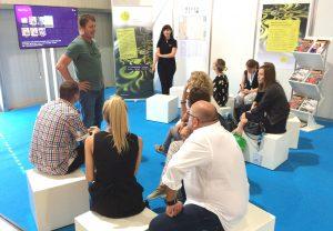 Thomas Mosner (Dakota Textildruck) diskutierte mit den Gästen über ökologische und sozial verantwortliche Textilproduktion.